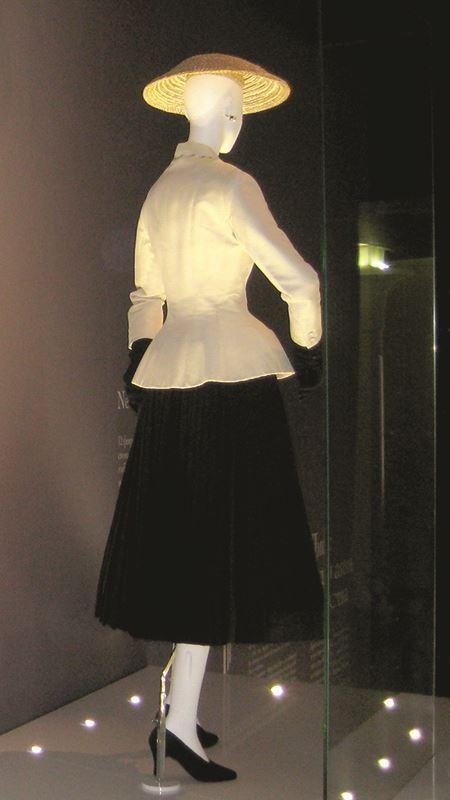 "Christian Dior's ""bar suit"" design"