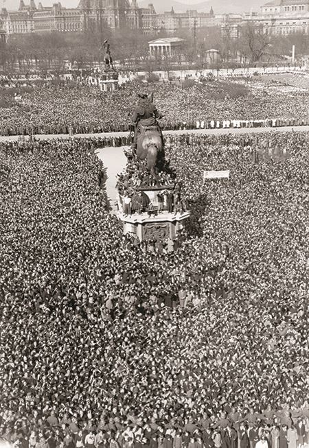 Hitler speaking in Heldenplatz