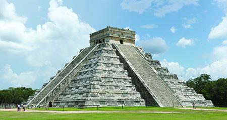 Mayan step pyramid at Chichén Itzá